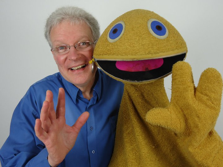 Puppeteer Ronnie Le Drew and Zippy